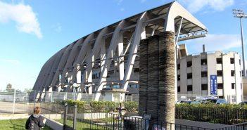 la-stele-en-hommage-aux-victimes-de-la-catastrophe-de-furiani-devant-le-stade-le-1er-mai-2012_5359341